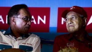 بعد استقالة مهاتير.. تعرّف على سيناريوهات السلطة في ماليزيا